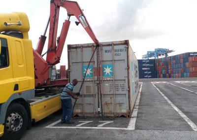 Déménagement DOM-TOM Qui sommes nous Galerie Chargement de conteneur sur le camion au port de Guadeloupe-01 site demdomtom.com